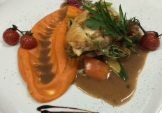 Mais Poularde mit Saison Gemüse & Süßkartoffeln Puree